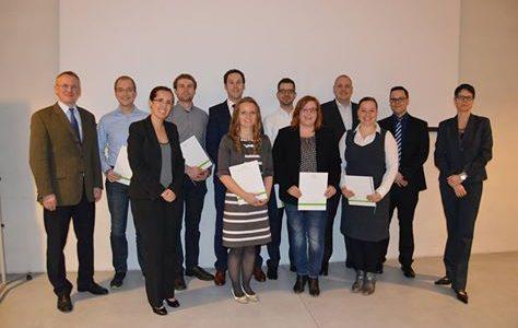 """Wir gratulieren den TeilnehmerInnen zum """"Geprüften Wirtschaftschemiker (GDCh)""""!"""